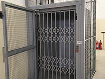 Elevador de carga com estrutura e fechamento - 13