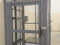 Elevador de carga com estrutura e fechamento - 17