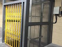 Elevador de carga com estrutura e fechamento - 2